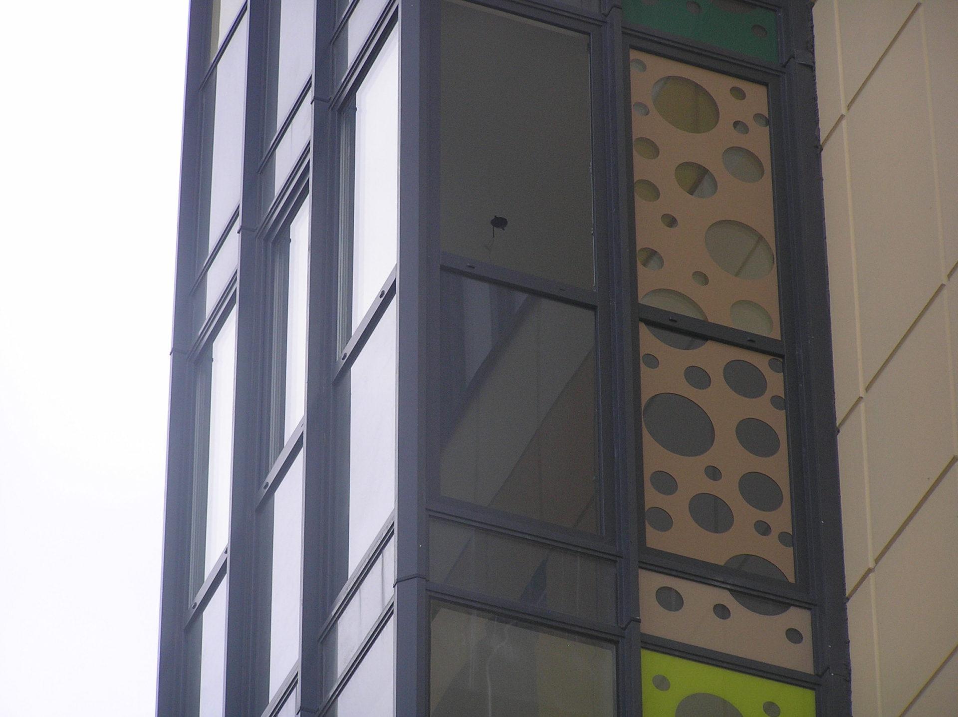 Перенесен рисунок с фасада на стеклопакет.