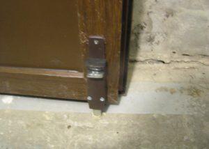 Фиксатор двери BKS