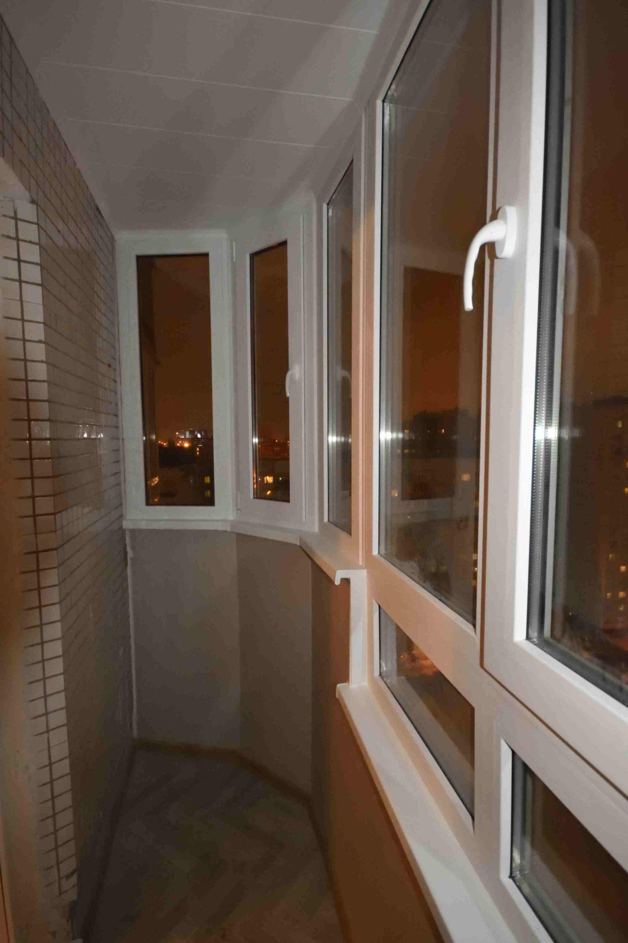 Остекление балкона. С обшивкой парапета. Устройством пола и потолка.