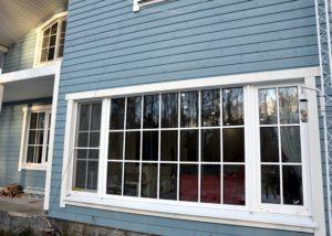 Панорамное остекление ПВХ окно с фальш накладками вид с улицы